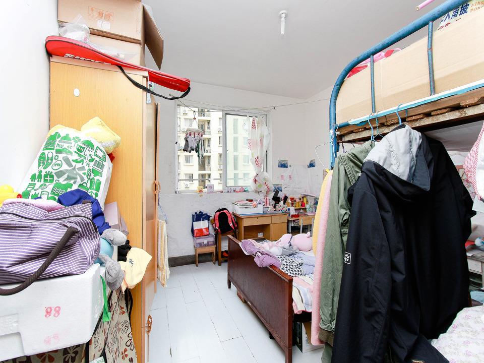南新东园8楼简装修单价低南北通厅看房有钥匙单价低南新东园