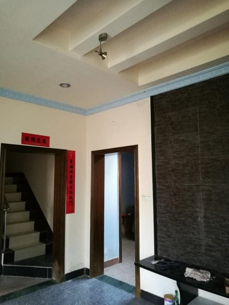 坪塘办事处干部楼 4室 2厅 250平米 整租