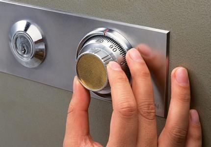 航空港片区机场开锁换锁修锁开汽车锁配汽车锁十多分钟到24小时