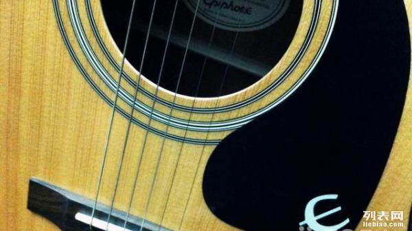 民谣吉他木吉他95成新送变调夹乐谱架新琴弦一包总共500就甩