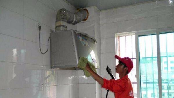 桂林专业家庭酒店油烟管道 油烟罩 风机清洗保洁公司
