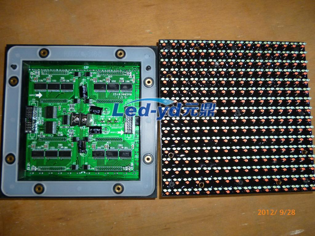 元鼎光电产品特点: ED模组均匀性好,很好的解决了马赛克现象,LED灯参数误差小,发光亮度和颜色一致性好。 P10前维护模组具有更好的维护性能, 不需要留维修通道,直接从模组的正面维护,进而降低了整屏的厚度。 P10前维护模组可实现单灯单点单模组维护,拥有更低的人工维护成本。 模组红灯采用反极性,具有亮度低功耗节能产品。 产品品质保证:  质量方针:技术领先,精益制造,科学管理,客户满意。 为确保开幕式顺利,所以在挑选、测试方面高度重視,在LED灯管及其它原材料的来源和生产中