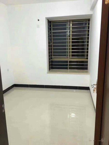六福四期 69.8万 3室2厅2卫 精装修2009年楼龄