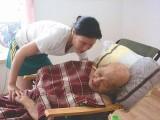 武漢三鎮各大醫院有專業護工照顧老人陪護病人