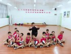 重庆国际篮球学暑假班即将开班,外教培养孩子学习篮球的兴趣