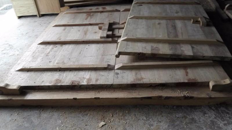 实木大门定制 铜钉大门价格 大门设计 热卖 家用大门