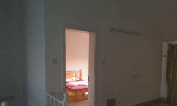 星盛花园两室一厅六楼88平米精装修家具齐全仅需1400元 月