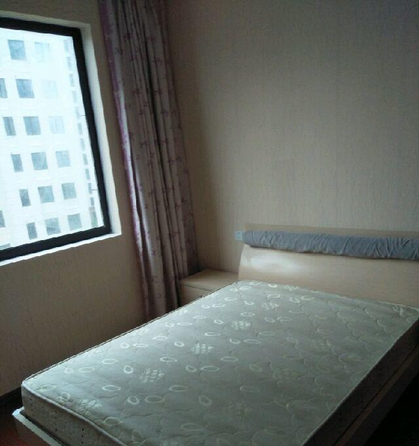 领城故事住卧出租750元 4室2厅2卫 男女不限