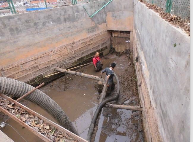 米东区水泥厂附近抽粪抽隔油池