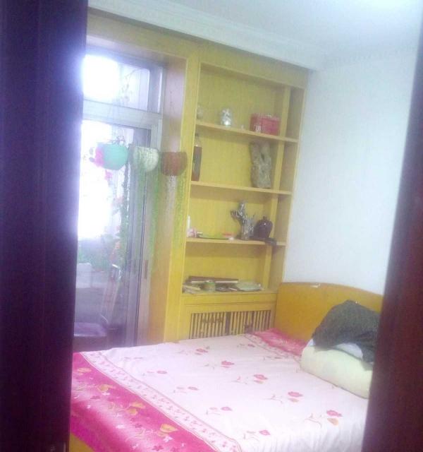 红旗小区 3室1厅 主卧 朝南北 简单装修