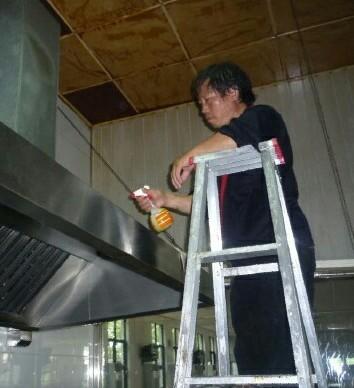 专业清洗油烟机管道,中央空调清洗