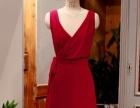 红色无袖大V领雪纺连衣裙
