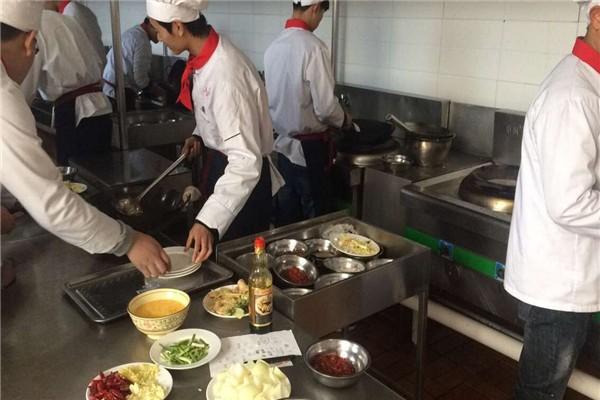 保定蓉城学厨师烹饪就到保定虎振厨师高级技工学校