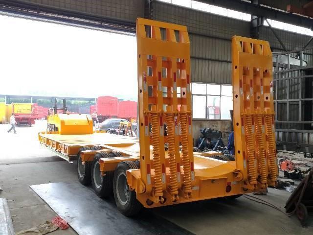挖掘机运输车 平板运输车 梁山挂车