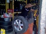 武汉东西湖拖车救援 补胎搭电换电瓶 困境救援 汽车维修