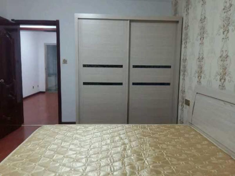 北姜家庄精装 4楼三室 家具家电齐全 带车库 1400元北姜家庄
