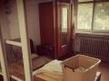 龙湖公园附近,广厦小区,中等装修,屋内干净,拎包入住。
