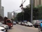 华岩新城轻轨站旁小区出入口常住人口30万