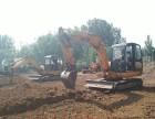 学挖掘机叉车包住宿的学校在哪里