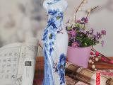 【批发】景德镇陶瓷器花器 青花瓷花瓶 古典旗袍摆件 工艺品花瓶