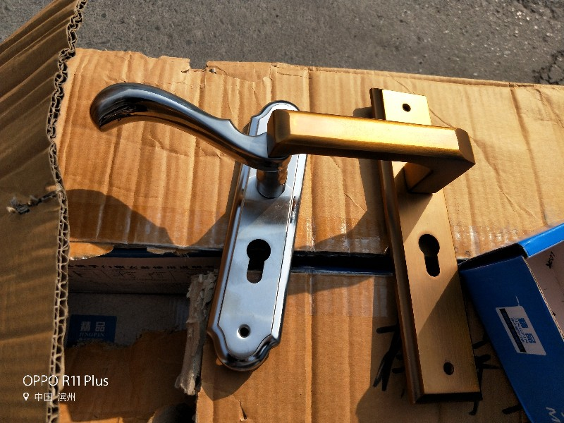 张凯开锁修电动车库门换锁芯