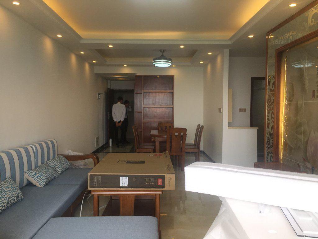 旺东国际精装3房全新刚装修好,配家私电器拎包入住旺东国际广场