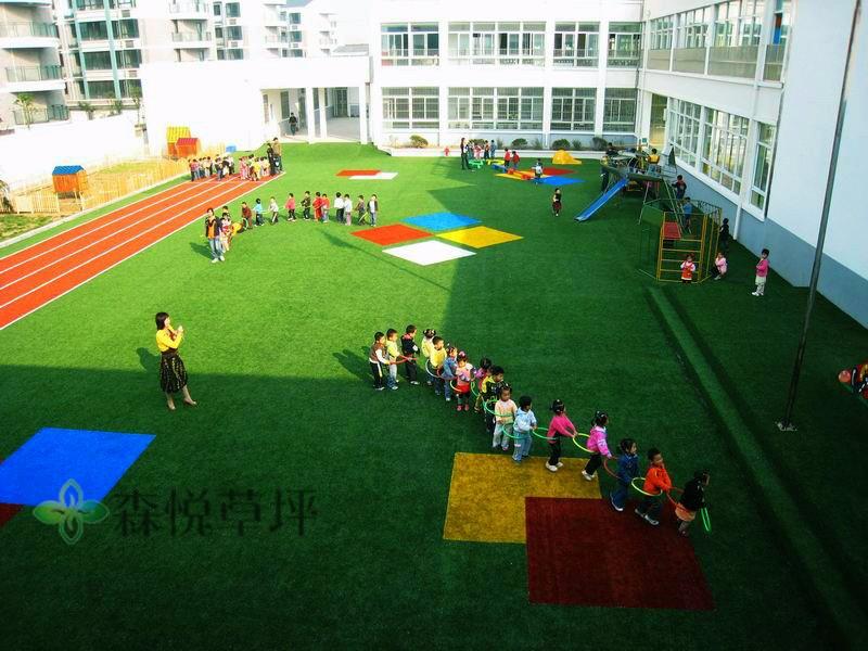 幼儿园铺什么样的人造草坪