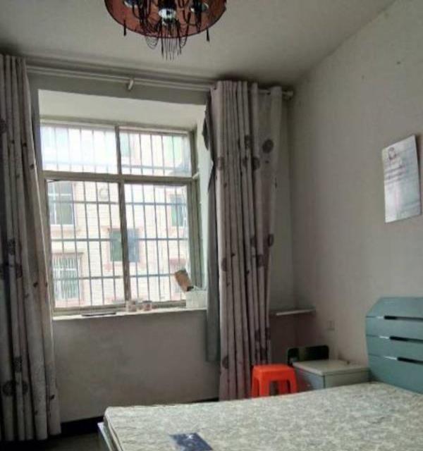 浙江路皇冠小区2房2厅中等装修,家电齐全拎包入住!