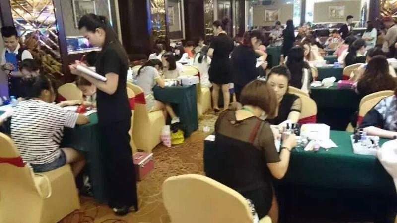 学化妆青岛开发区维纳斯专业化妆培训现在报名有优惠