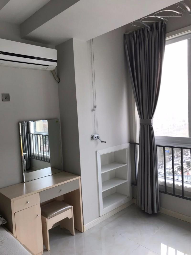 宝龙城市广场A座精装一室,家具家电齐全,拎包入住