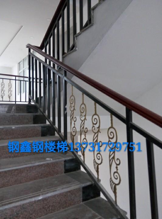 钢楼梯铁楼梯,钢鑫楼梯更给力