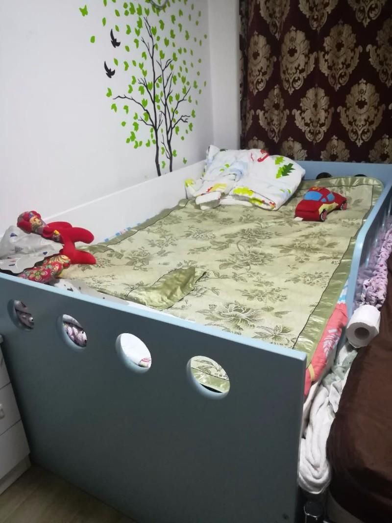 自用儿童床和双人铁床转让