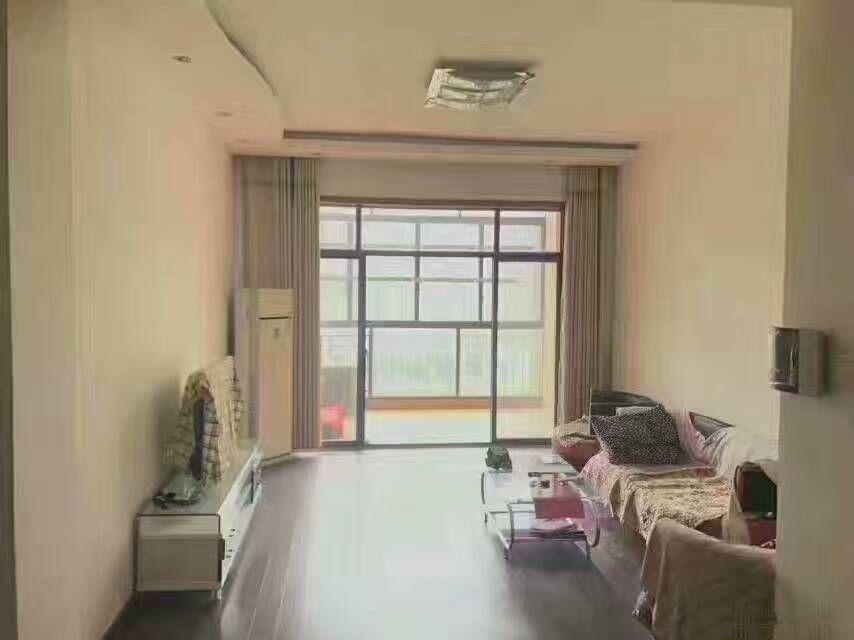 真实房源(同和华彩)单价8千多精装三房 楼层低 厅出阳台