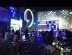 万达广场,沿街商铺,1托2,通天然气,可做重餐饮