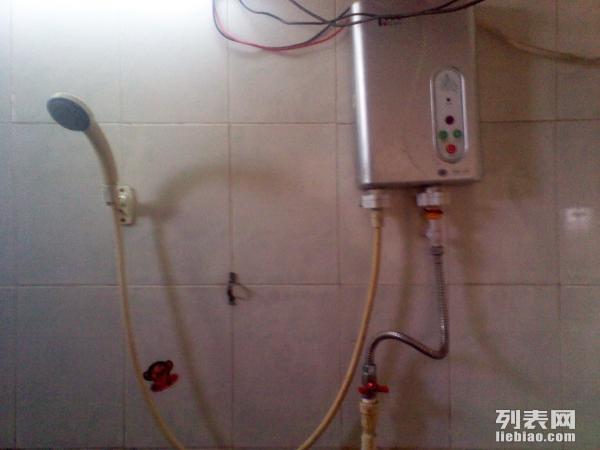 红岭地铁站青年阳光公寓有100M光纤免水电