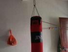 购买拳击沙袋送全新拳击手套一双