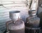 本人有两台炒芝麻用的炒锅,和磨芝麻的石磨,两厢电的