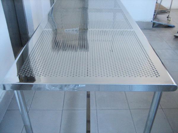 优质的不锈钢打孔桌哪里买|供销不锈钢打孔桌供应
