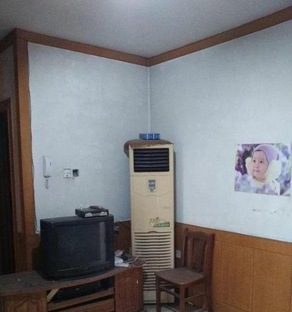 红西小区5楼全家具家电800元