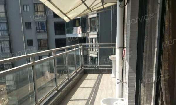 海岸南山 电梯中层 精装修四房出租 直接入住