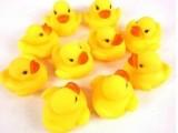 批发/婴幼儿洗澡玩具搪胶鸭子捏捏响小鸭子小黄鸭 20个一袋 大号
