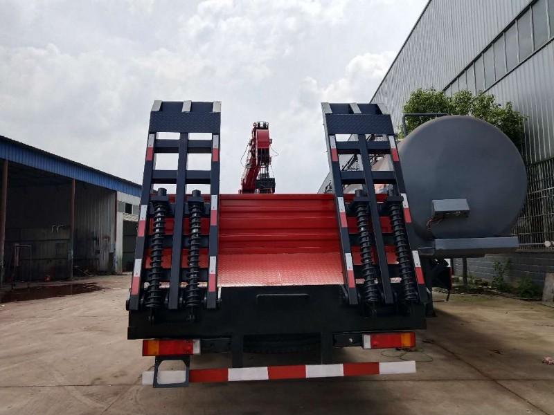 东风天龙后八轮配十二吨吊机照片及参数