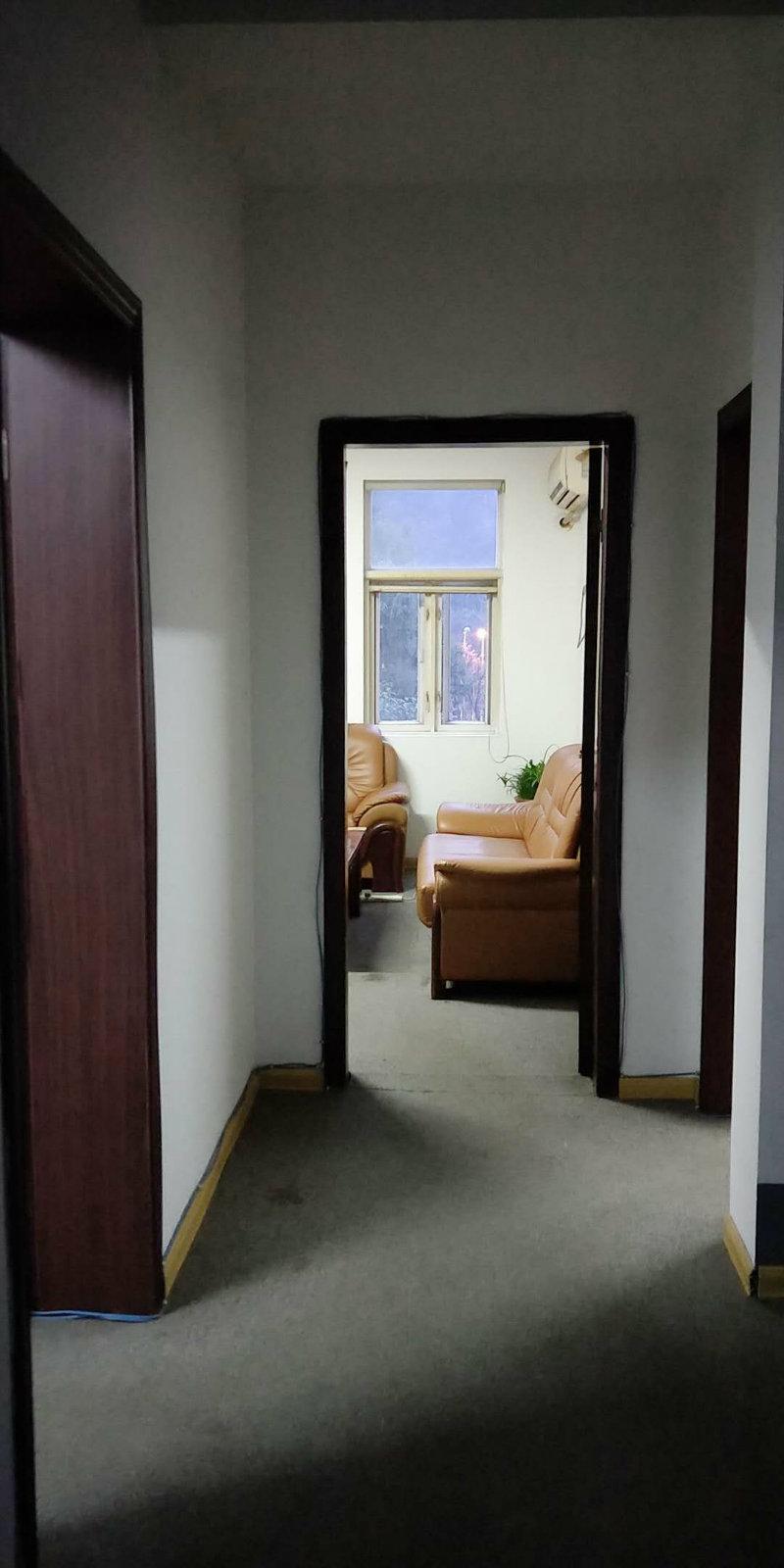 麓谷锦园办公好别墅 只需要7800 门口就是公交车站