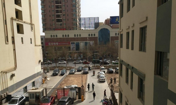 天伦小区大门正对面4楼出租 1室3厅1卫
