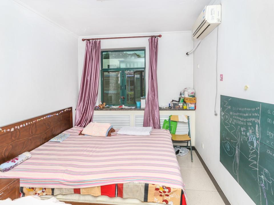 西红门 月桂庄园 4室3厅3卫 使用面积180 可办公 宿舍月桂庄园