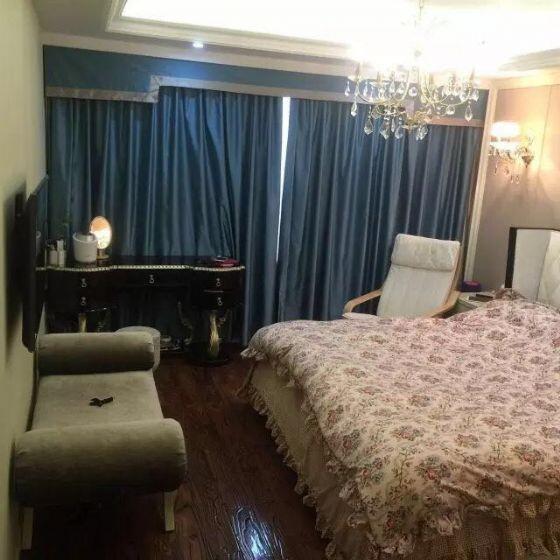 出售中驰湖滨花苑号楼层165平方305万豪华装修七小好位