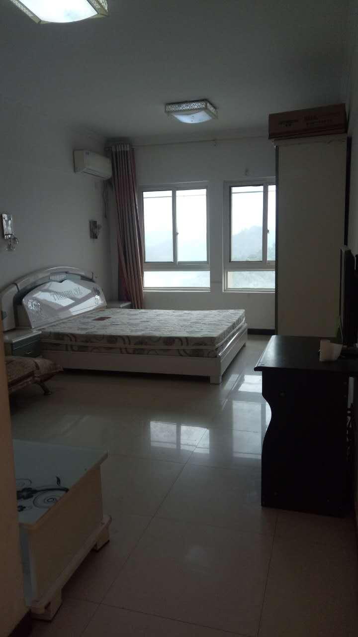 A8城市公寓 1200元 1室1厅1卫 精装修,楼层佳,