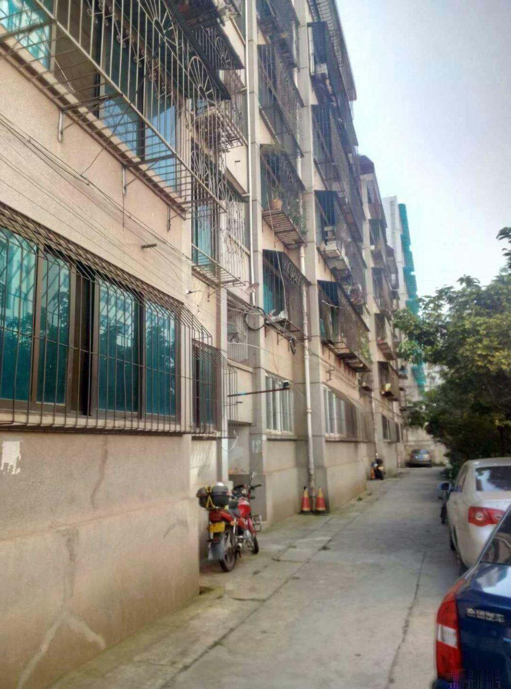 业主直降3万永兴大酒店旁农行住宿区精装三居室仅售34.6