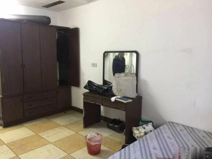 上陡门住宅区六组团 2300元 2室0厅1卫 普通装修,