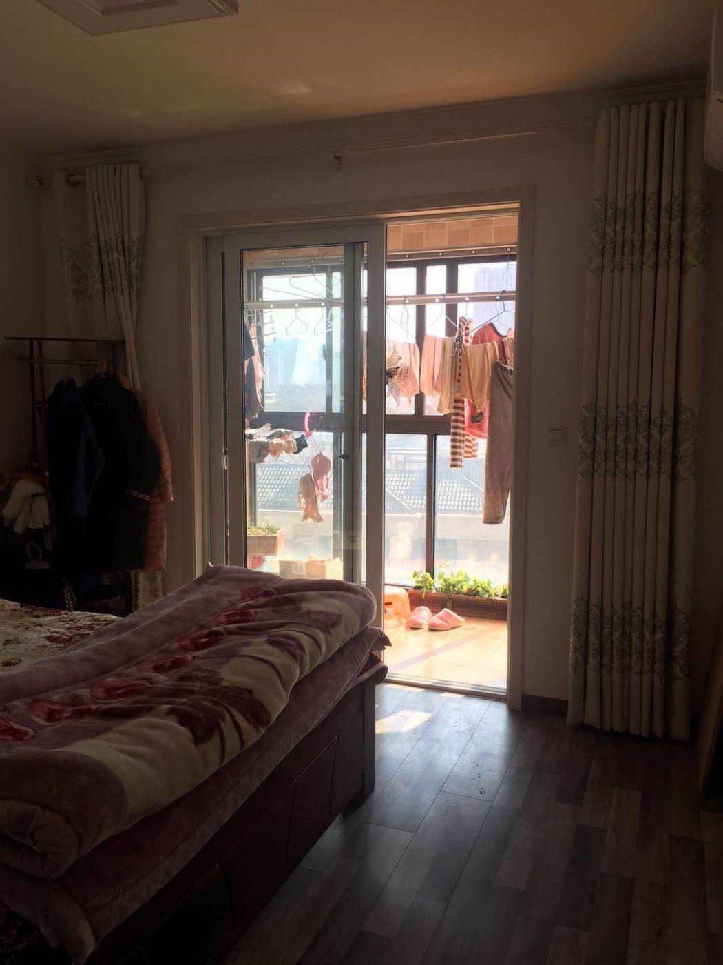 新北区香树湾馨苑 145平四室两厅两卫精装修 东首户